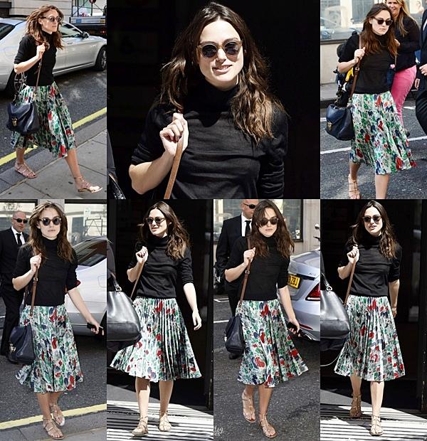 1 Juillet 2014 :  C'est avec une robe Chanel, que Keira s'est rendu à la Serpentine Gallery Summer Party avec James.