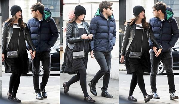 10 Mars 2015:  Keira et James ont été aperçus se baladant main dans la main, dans les rues de Londres