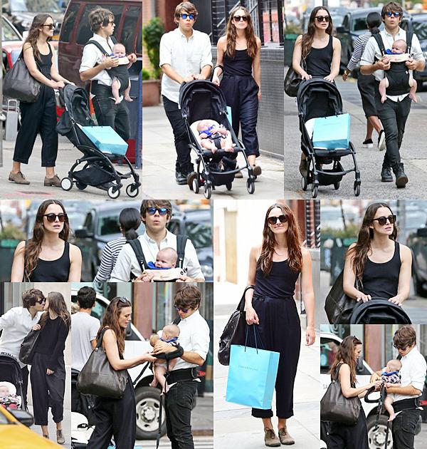 28 Septembre 2015 :  La petite famille a été aperçue dans les rues de New York. Keira est allée faire du shopping.