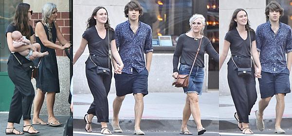 4 Septembre 2015 :  Keira, James, Edie et sa mère ont été aperçus dans les rues de Manhattan.