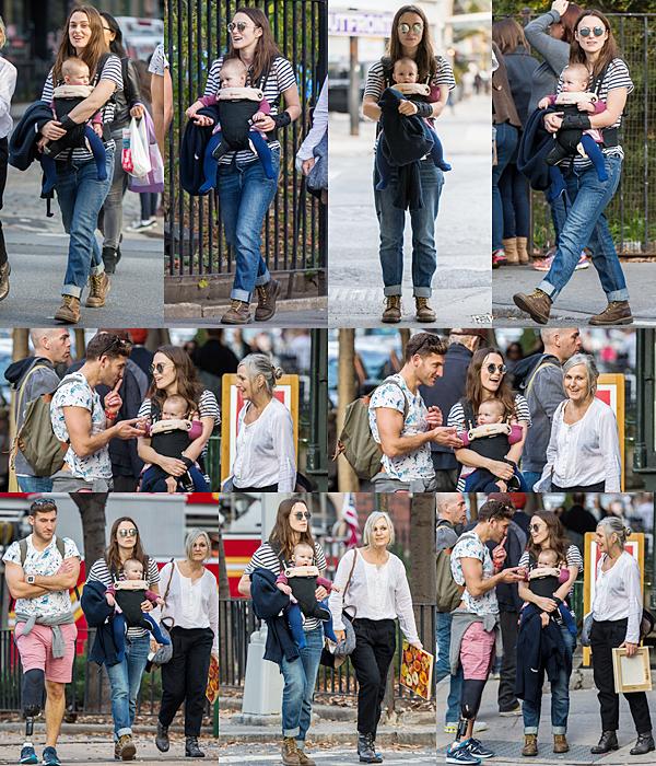 4 Décembre 2015 :  Hier, le couple a été vu dans les rues de NY avec Edie ! Keira a ressortie sa salopette préférée.