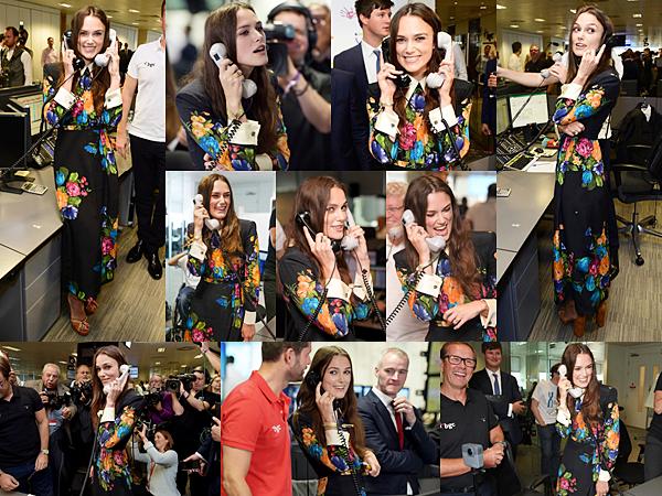 Le 11 Septembre 2017 • Keira était à la centrale d'appels à Londres pour collecter des dons en faveur de l'organisme SMA TRUST. Ce dernier est engagé dans la recherche pour lutter contre l'atrophie musculaire spinale. Pour l'occasion, Keira portait une robe à fleurs signée Gucci.