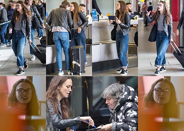 Le 7 Octobre 2017 • Keira a été vue à l'aéroport Berlin Tegel ! Il semblerait que le tournage soit terminé. Déjà ? 3 jours de tournage, ça me semble un peu court... Durant ces trois jours, Keira a séjourné à l'hôtel Titanic. Vous pouvez retrouver une photo de Keira sortant de son hôtel sur ce lien.