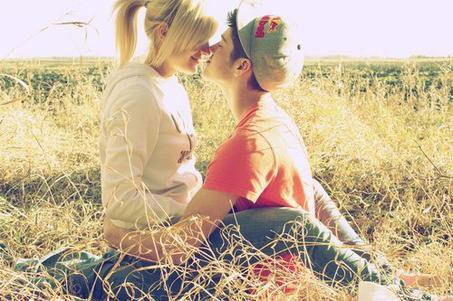 J'aimerais juste revivre notre journée.. Celle où pour la première fois,tu m'as embrassé...