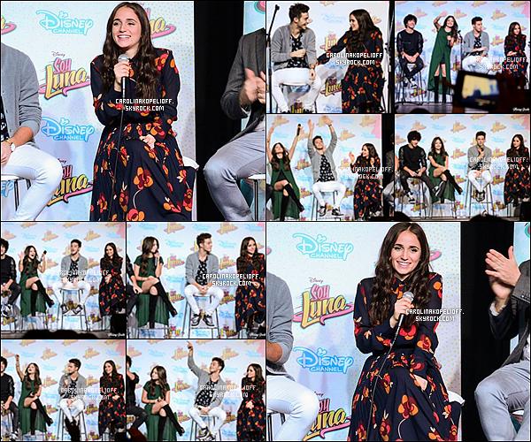 | 03/05/16 : Carolina au Feria del Libro avec les acteurs de Soy Luna pour une conférence de press et un M&G. |
