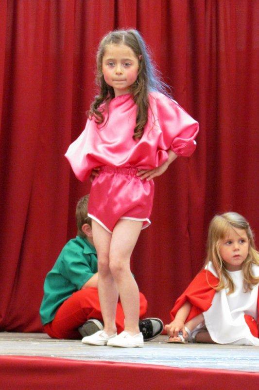 Toute aussi Jolie que HELENE SEGARA, son petit modèle réduit, ma princesse Alexia.