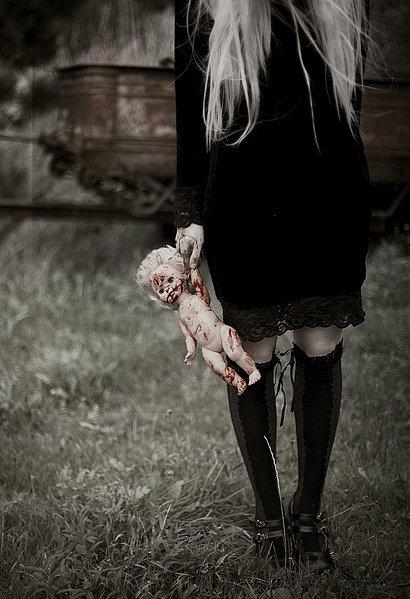 Regarde toi, tu trembles, tu as peur. Personne ne devrait avoir peur comme toi.