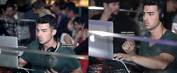 . ●●●20 Octobre 2014- Le soir, Joe a fait le DJ à la boite de nuit Foxtail à Las Vegas dans le Nevada. .