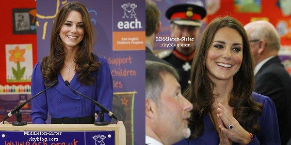 """19.03.12: Kate s'est rendue au """"The Treehouse"""" un centre de soins pédiatriques"""
