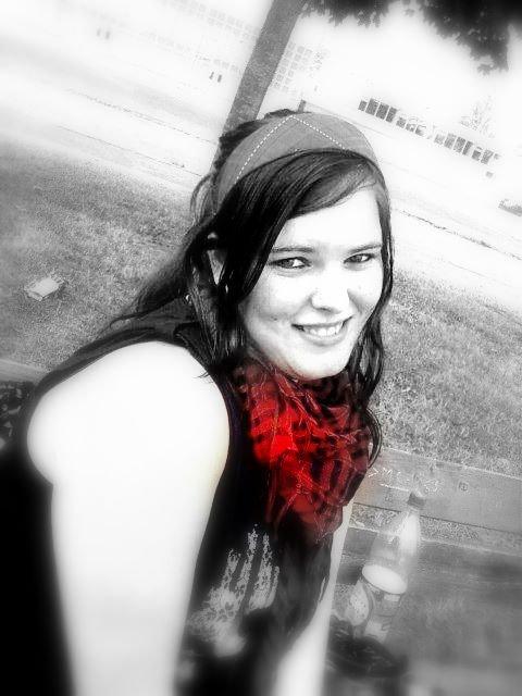 blanc sur noir ou rouge sur noir et blanc ?? :)