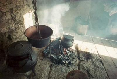 Pote a cozer na lareira  /// Marmite traditionnelle et typique de la région de Barroso