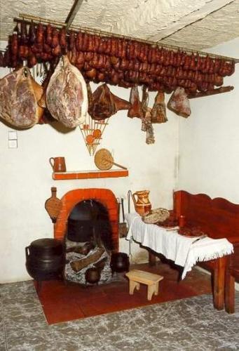 (Fumeiros) Jambons, saucisses, boudins, saucissons fumées de la région de Barroso