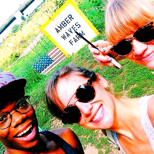 06/09 : Jessica a posté cette photo Instagram avec l'acteur Paul James en direct des Hamptons La jeune femme se trouve actuellement dans les Hamptons où elle est invitée au mariage de l'acteur Aaron Yoo (voir photo).