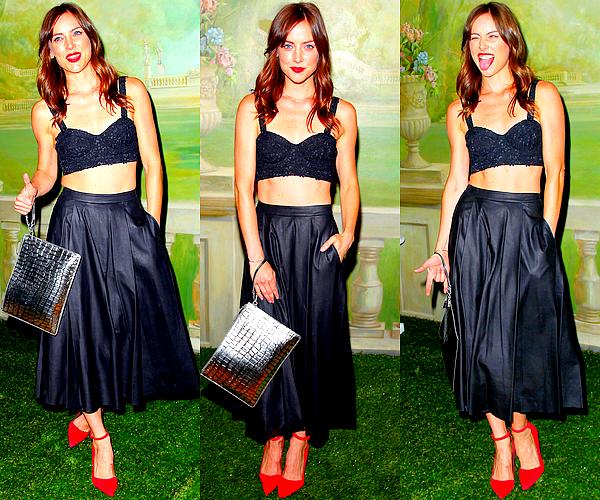 08/09 : Jessica s'est rendue à la présentation de la nouvelle collection Alice + Olivia  Le défilé avait lieu dans le cadre de la Fashion Week qui se déroule actuellement à New York. Jess y était vraiment superbe ! ♥