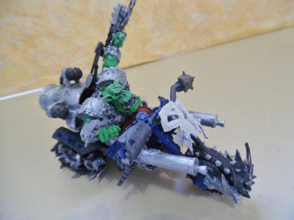 Big Mek  sur Warbike (moto) du clan DEATHSKULLS