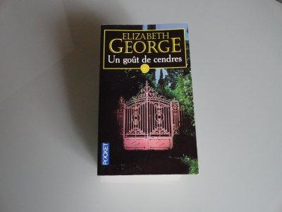 Elizabeth George lu par Béa pour lorraineblog
