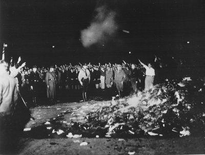 Les nazis sont au pouvoir : Les premières persécutions.