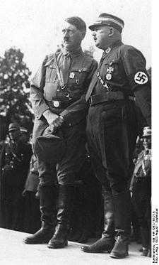 Les S.A gènent Hitler dans son accession au pouvoir.