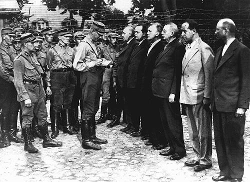 Les premiers camps de concentration.