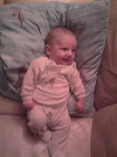 Mon petit-fils sourit à sa mamy
