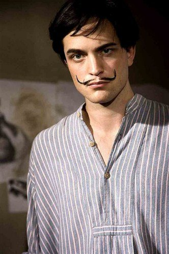 Robert Pattinson joue Salvadore Dali dans Little Ashes