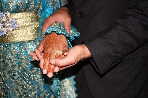 Ce fut tout un mariage, et alors que j'étais là en spectatrice, il m'est revenu en tête quelque chose que j'avais oublié depuis très longtemps. Parfois dans la vie, il se forme un lien indestructible entre deux personnes et parfois vous finissez par rencontrer cette personne sur qui vous pouvez comptez quoi qu'il arrive. Il peut s'agir d'un être avec qui vous vous unirez lors d'un mariage de rêve, mais il se peut aussi que la personne sur qui vous pourrez comptez pendant toute votre vie, la seule qui vous connaisse vraiment, peut-être encore plus que vous même, soit la même personne qui est a vos côtés depuis le tout début.