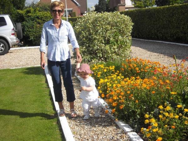 Petite ballade dans le jardin de papi et mamie la semaine derni re pendant mes vacances chez eux - Mamie baise dans le jardin ...