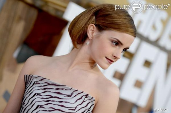 Emma Watson : Chic et zébrée devant Carmen Electra pour une apocalypse glamour