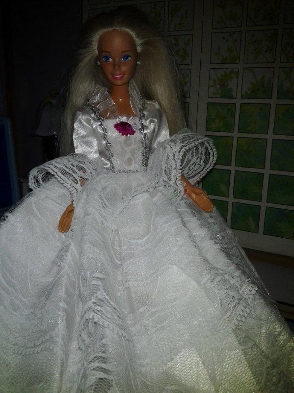 1990 barbie cavalière disponible (nue)