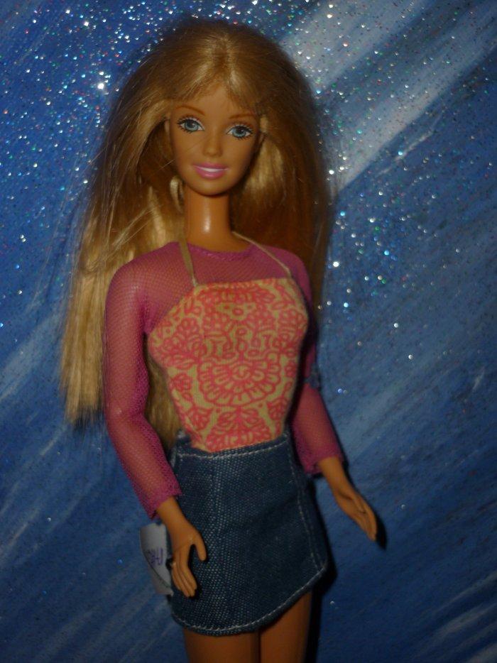 2000 Barbie Flower Power + tenue de christie 5 euros