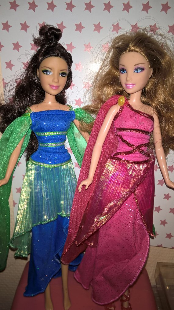 2008 barbie muse dori & son amie ( 15 euros les deux )