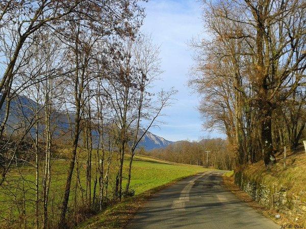 2014, le 8 janvier. Le lac de Saint Hélène, un miroir à la croisée des montagnes....