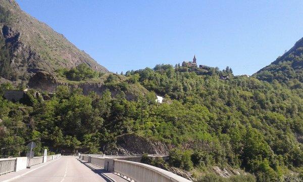 2017, le 10 juin. Sur les routes du Critérium du Dauphiné, le col de Sarenne.