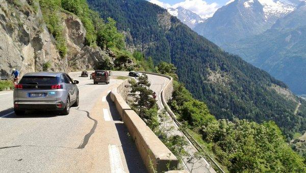 2017, le 10 juin. Sur les routes du Critérium du Dauphiné, le col de Sarenne