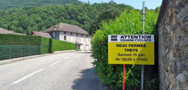 2019, le 4 juin. En attendant le Critérium du Dauphiné, la montée de Pipay...