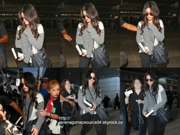 12 mars 2015 : Selena a été vue alors qu'elle arrivait à l'aéroport de Los Angeles