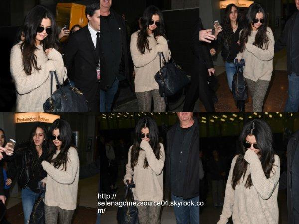 10 mars 2015 : Selena a été vue alors qu'elle arrivait à Paris