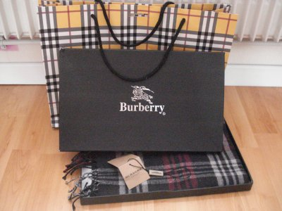 1er article : Echarpe Burberry, AUTHENTIQUE !