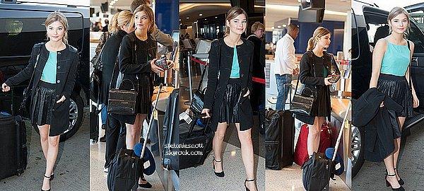 13/03/14 :  Stefanie a été vue à l'aéroport de LAX à Los Angeles jeudi après-midi.