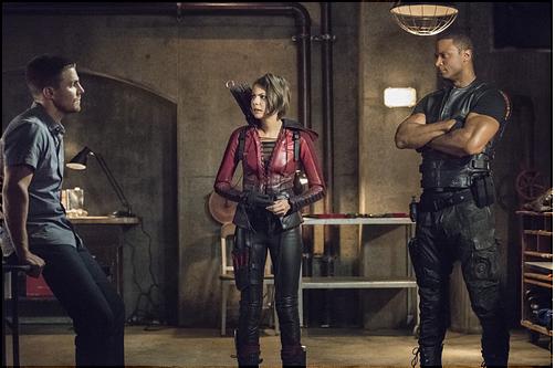 Septembre 2015 : La saison 4 d'Arrow arrive le 7 octobre sur CW aux Etats-Unis, pour l'occasion des nombreuses images du premier épisodes ont été dévoilées. On peut y apercevoir Willa dans son costume de Speedy vu furtivement dans les derniers épisodes de la saison précédente. J'ai aussi ajouté une des vidéos promos de cette nouvelle saison et le synopsis du premier épisode.