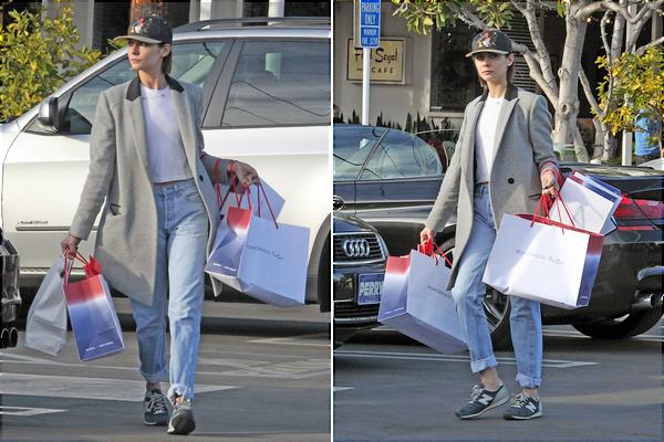 23/12/15: Willa a été aperçue au centre commercial The Grove à Los Angeles, elle était en compagnie de son petit ami et photographe Nate Walton.