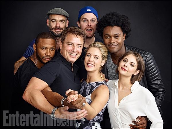 Juillet 2016:  Les portraits du casting d'Arrow au Comic Con.