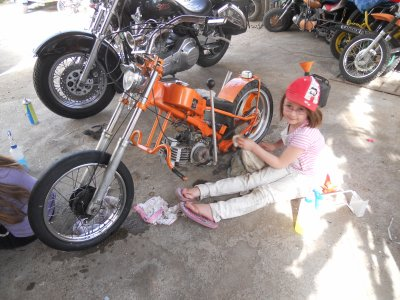 lolita et sa moto