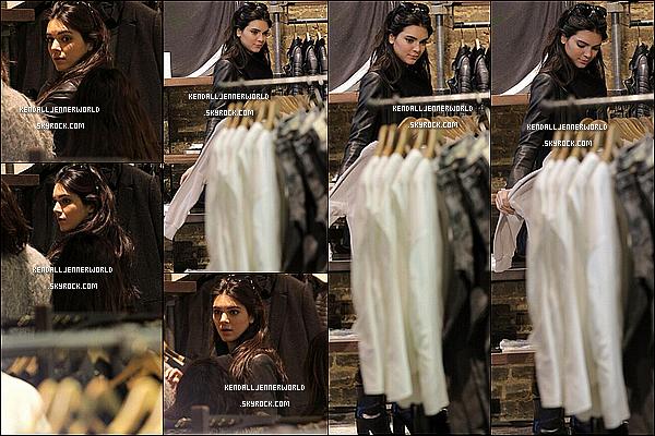 .                                                                                                                 16/02/2014 : Plus tôt dans la journée Kendall a été vue faisant du shopping chez TopShop avant d'aller au défilé.                          .