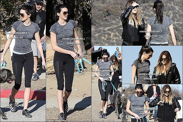 .                                                                                                                 19/02/2014 : De retour à Los Angeles, Kendall a été vue se promenant avec sa grande soeur Khloe et Blu.                          .