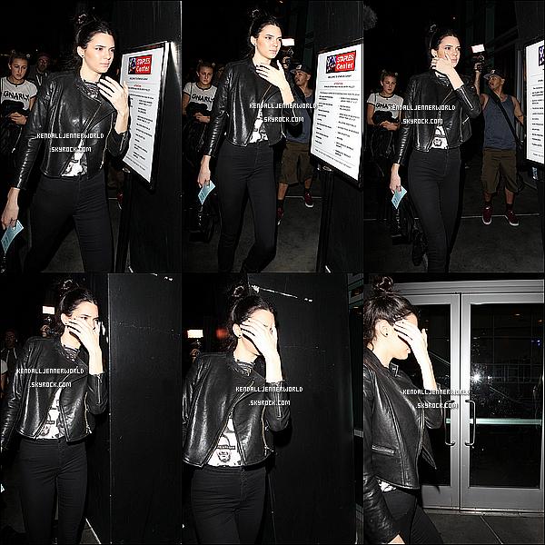 .                                                                                                                 23/02/2014 : Kendall a été aperçue alors qu'elle allait au concert de Miley Cyrus au Staple Center de LA.                         .