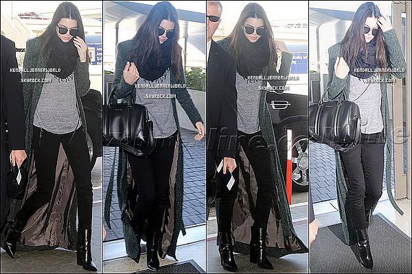 .                                                                                                                 26/02/2014 : Kendall a à une nouvelle fois était vue à l'aéroport de LAX afin de se rendre à Paris.                         .