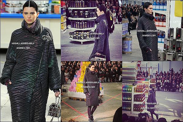 .                                                                                                                 04/03/2014 : Kendall Jenner défilant pour la marque Chanel ce matin, toujours à la Fashion Week de Paris.                      .