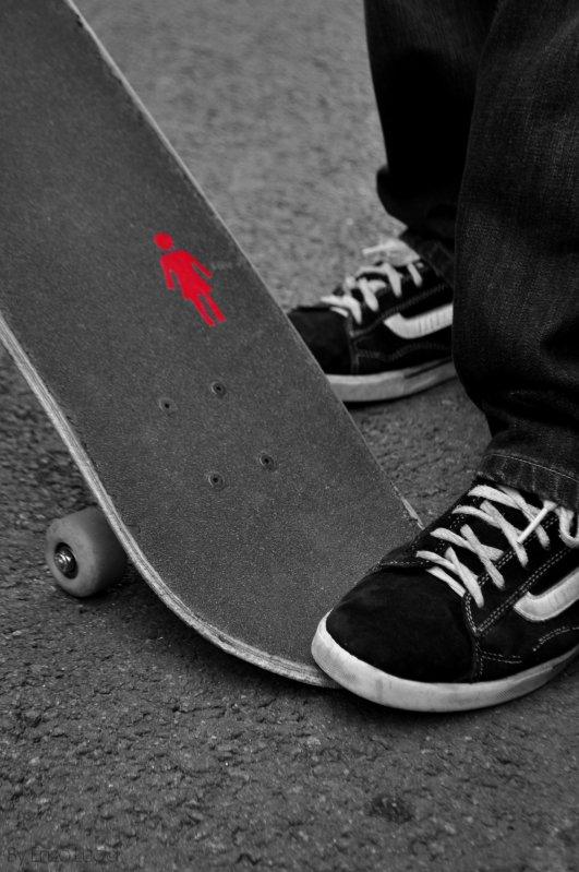 Skateboarding (l)