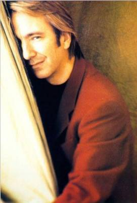 Alan Rickman avec un regard charmeur.